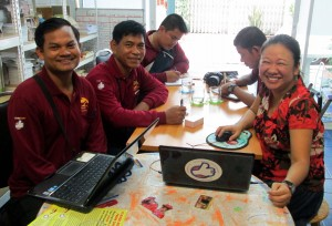 Peuan Peuan Country Program Director Vuthaya Charoenpol meets the M'Lop Tapang team.